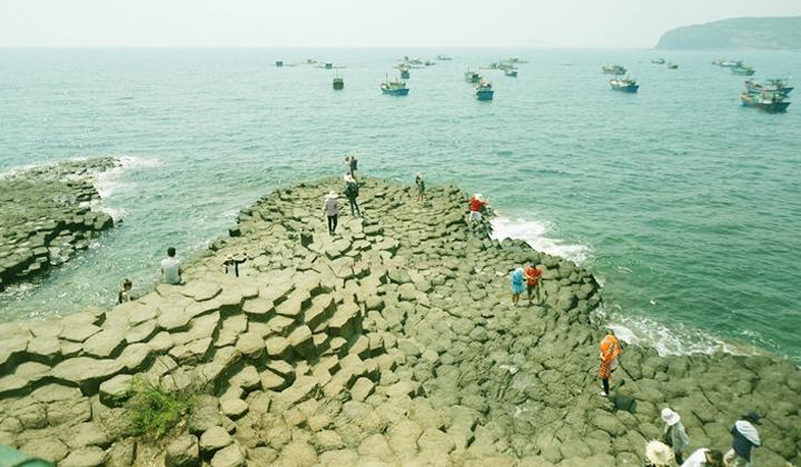 dia-diem-du-lich-phu-yen-ghenh-den-sea-king-tourist